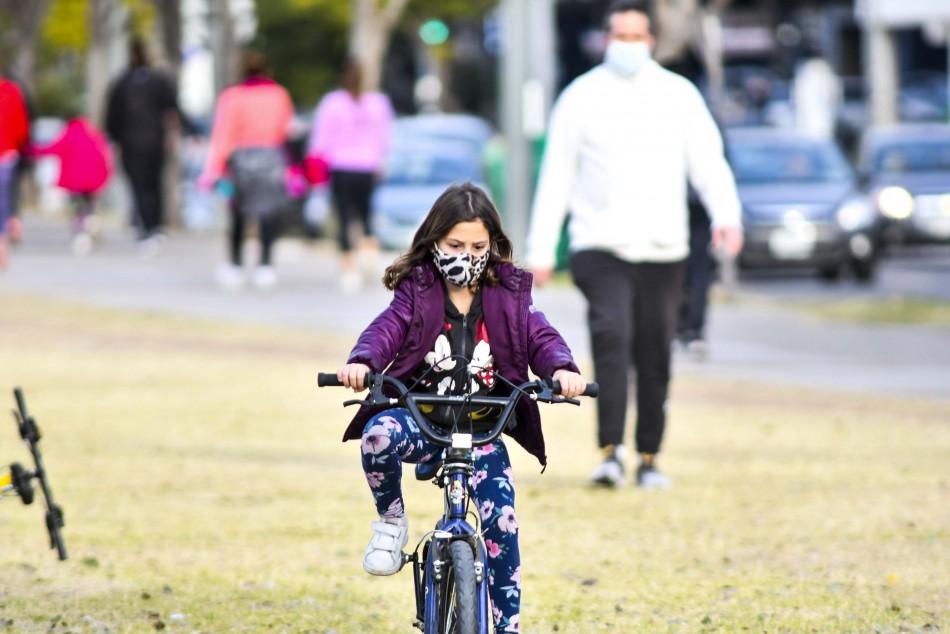 niña en bici